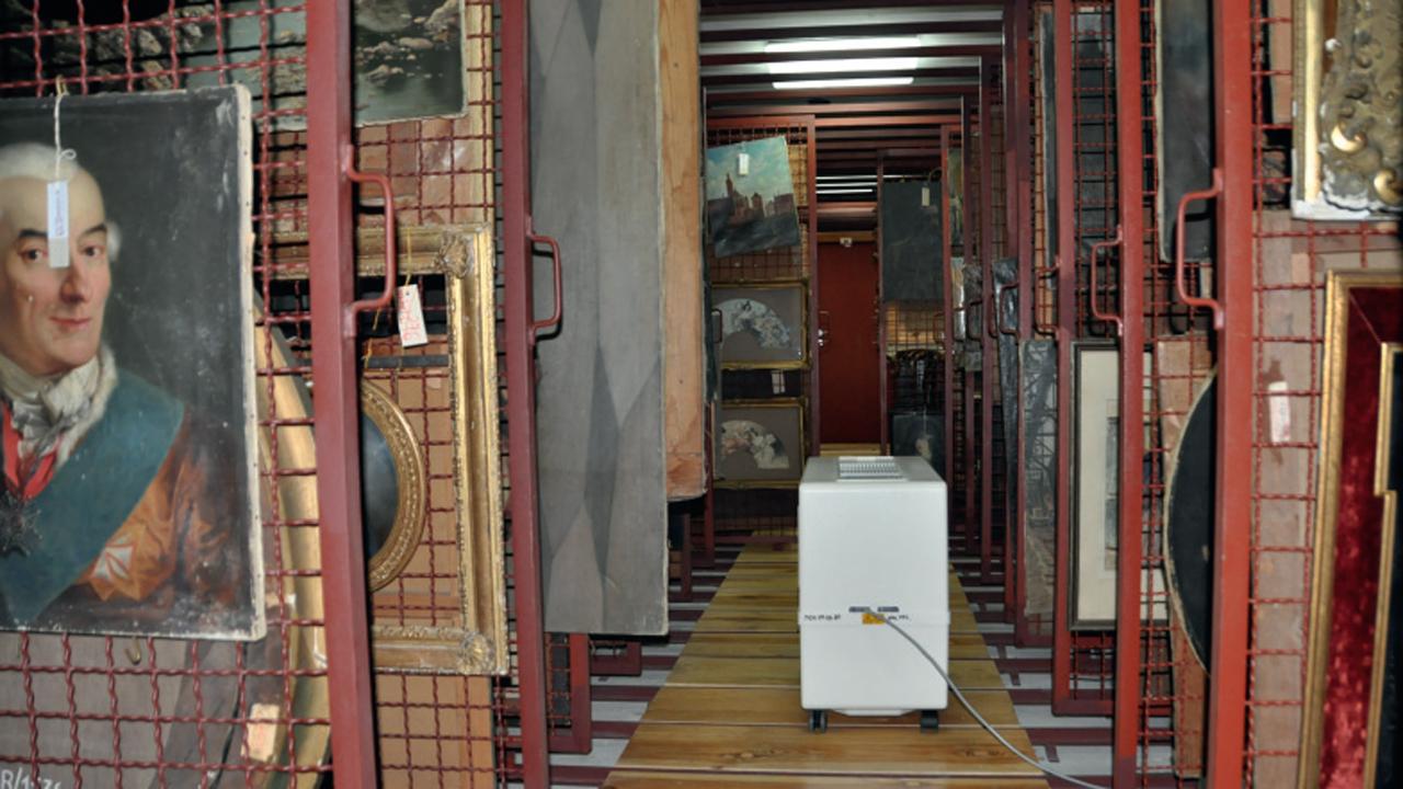 Szkolenie z zakresu opieki nad obiektami muzealnymi oraz bezpiecznego obchodzenia się z obiektami w Muzeum Narodowym w Krakowie